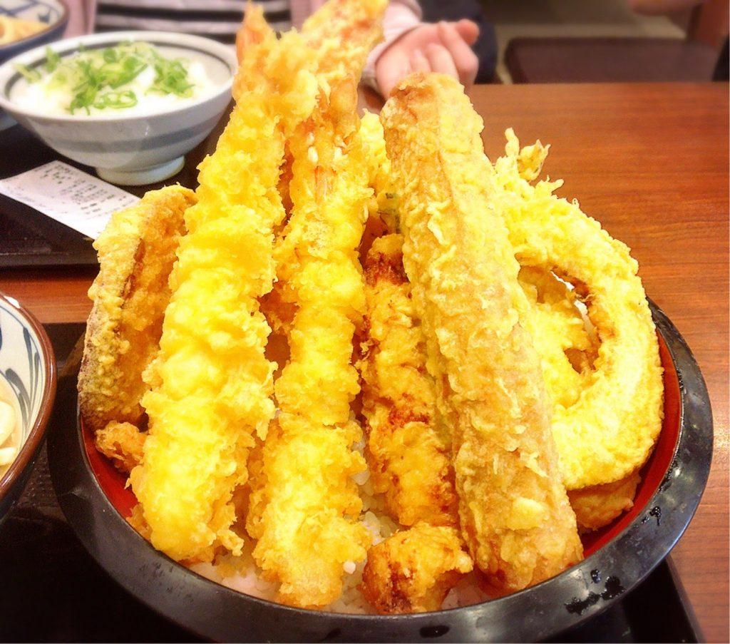 丸亀製麺 のジャンボ天丼アップ