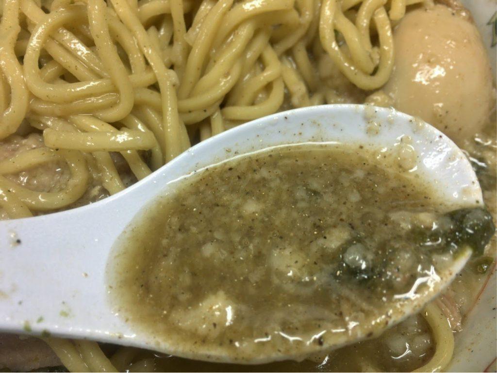 びんびん豚燕三条背脂ちゃっちゃのスープ