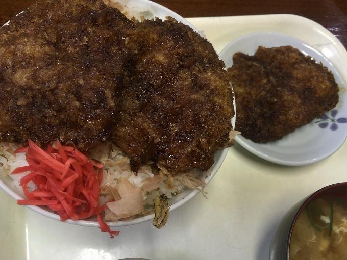 ソースカツ丼大盛り食べ方