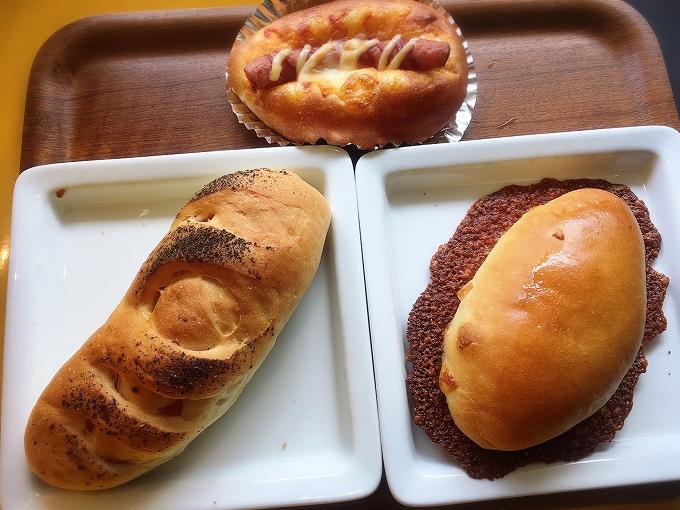 アルデ食べ放題、あらびきフランクロール、スパイシーベーコン、ぎょうざパン