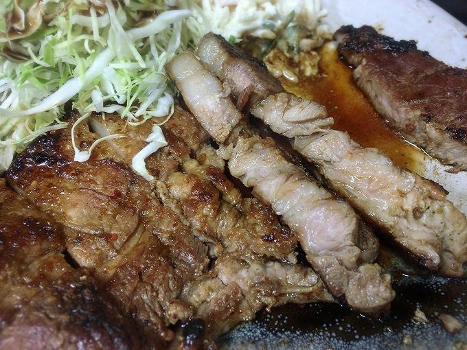 ひかり食堂、ロース焼肉定食(上)