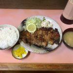 【絶妙】ひかり食堂 東松山市 ロース焼肉定食(上)焦がしもここまでくれば立派な味付け☆柔らか厚肉に惚れてまう【注目】