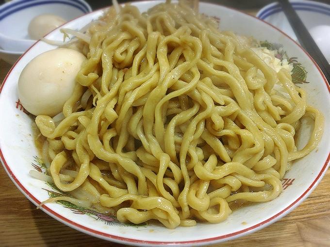 デカ盛り戦隊豚レンジャー、ラーメン大(麺500g)ニンニク、ちょい辛+味玉2+豚2追加+生卵