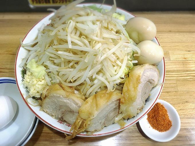 ラーメン大(麺500g)ニンニク、ちょい辛+味玉2+豚2追加+生卵