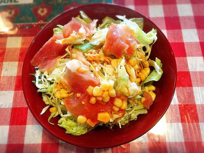ウオカネ、セットのサラダ