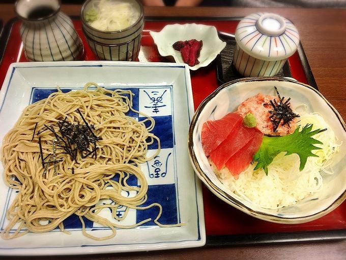 サガミ、まぐろの2色丼セット1420円(税別)