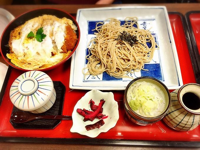 サガミ、かつ丼セット1330円(税別)