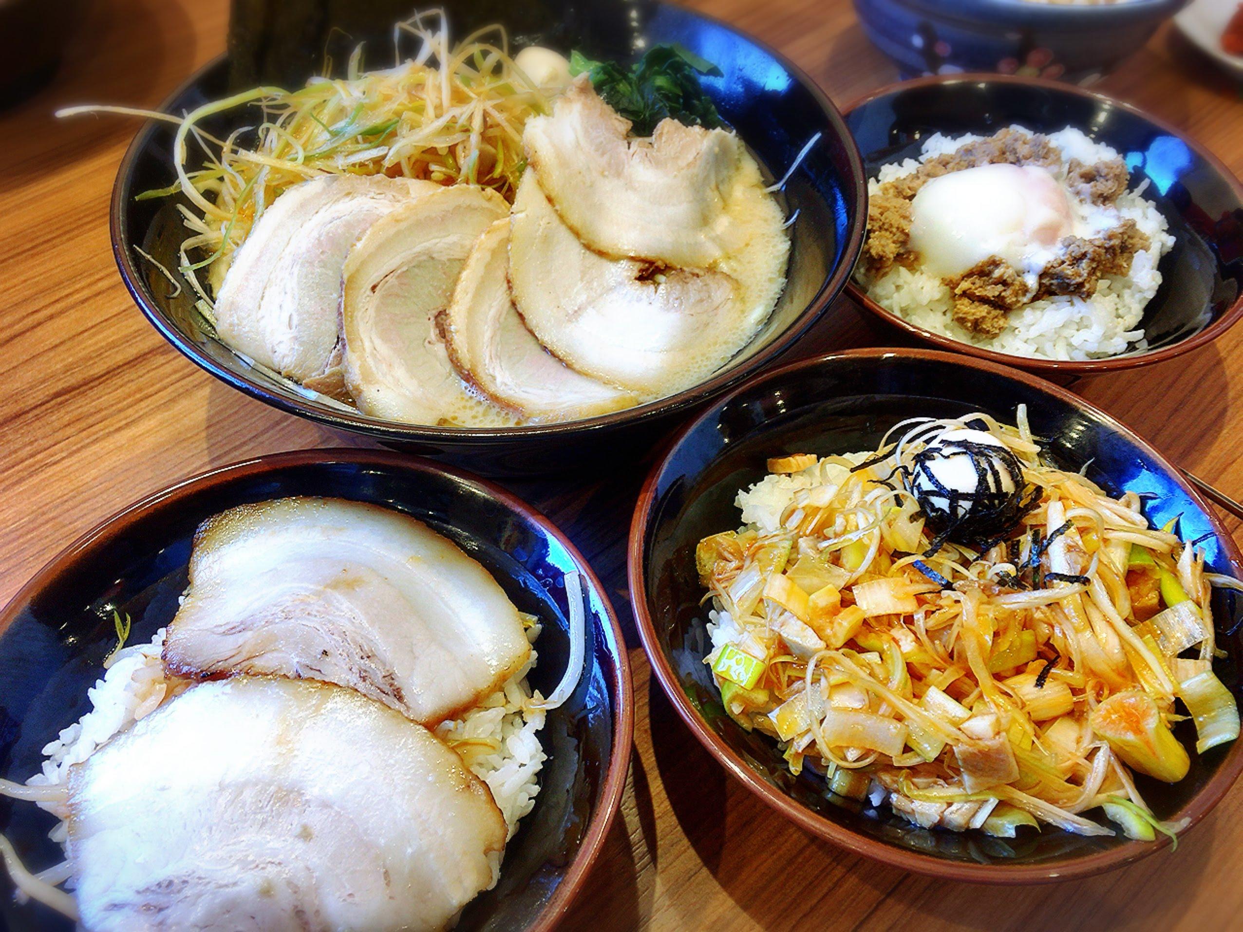 壱角家、ごはん食べ放題、ミニ丼、盛り付け