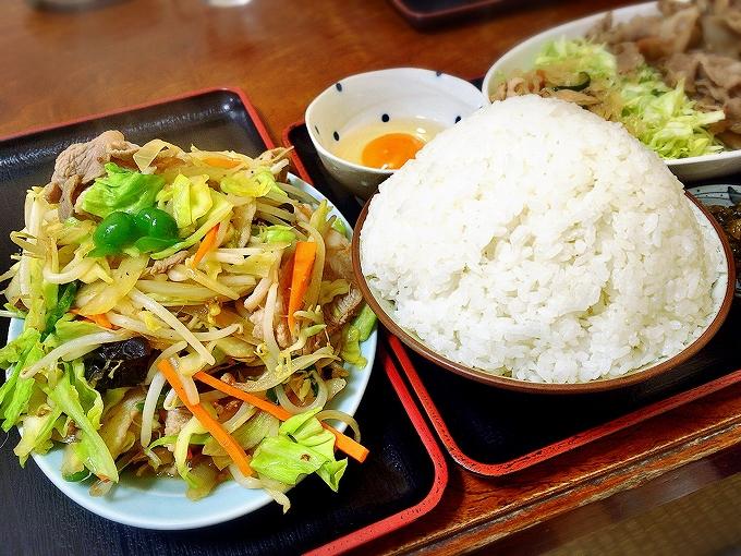 かもだ 川越市、野菜炒め、豚肉のきのこ炒め定食大盛りご飯