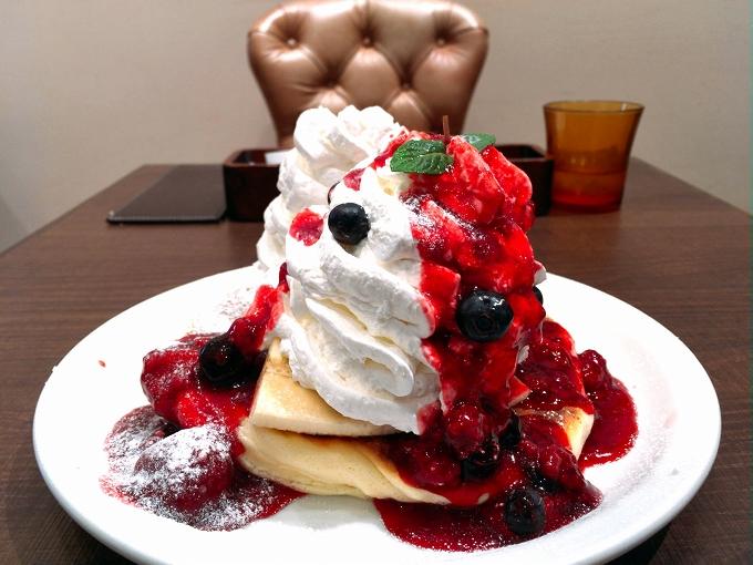 メロウ ブラウン さいたま市 新食感☆自由が丘ワッフルパンケーキ 3種のベリー&バナナ ホイップ