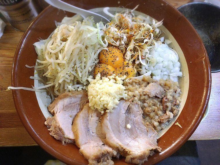 【デカ盛り】男気らーめんアカギ まぜそば麺増し900g極旨豚を囲む大食い会☆テーブルにすり鉢4つ登場