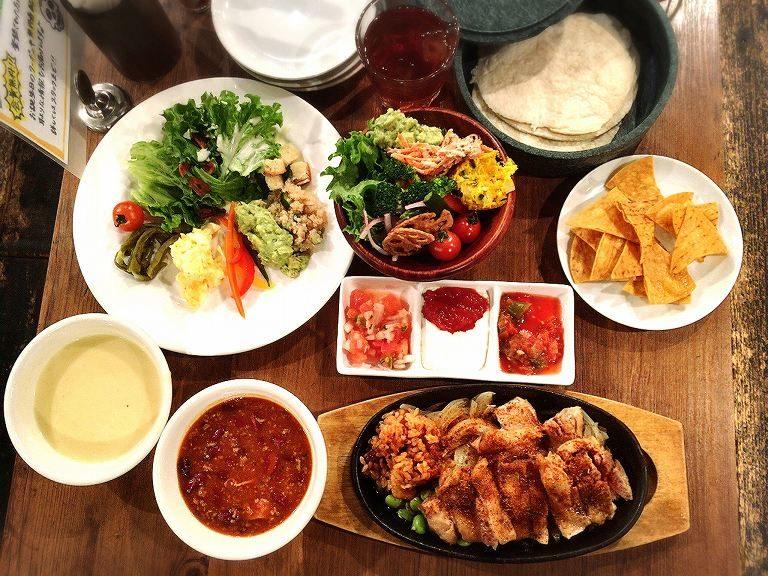 ロス・ボラチョス 蕨市 焼きたてトルティーヤでタコス食べ放題ランチ☆好きな具を包んで色々楽しめるぞ♪