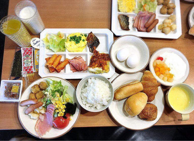 【食べ放題】サイゼリアで夢の朝食ビュッフェ☆全国で4店舗しかない都内店でミラノ風ドリア三昧【感動】