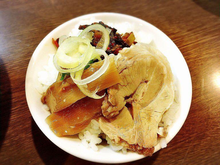 【盛り付け例(7)】ピリ辛!高菜チャーシュー丼【一指禅】