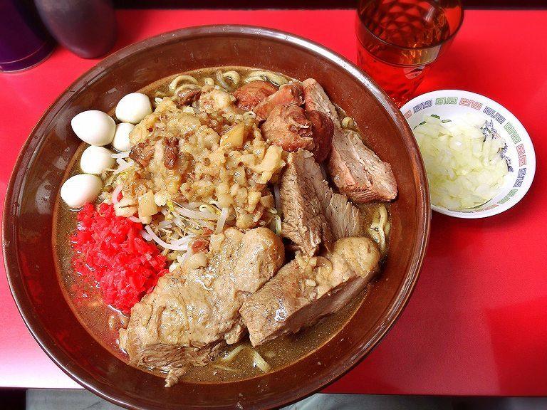 【デカ盛り】ラーメンハイキック にぼしラーメン大を麺増し800gたまねぎトッピングで♪【人気店】