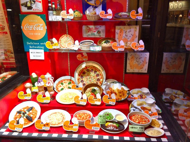 【埼玉ローカルブランド】るーぱん 熊谷市 ビッグパフェを注文☆もうすぐ創業50年の人気チェーン