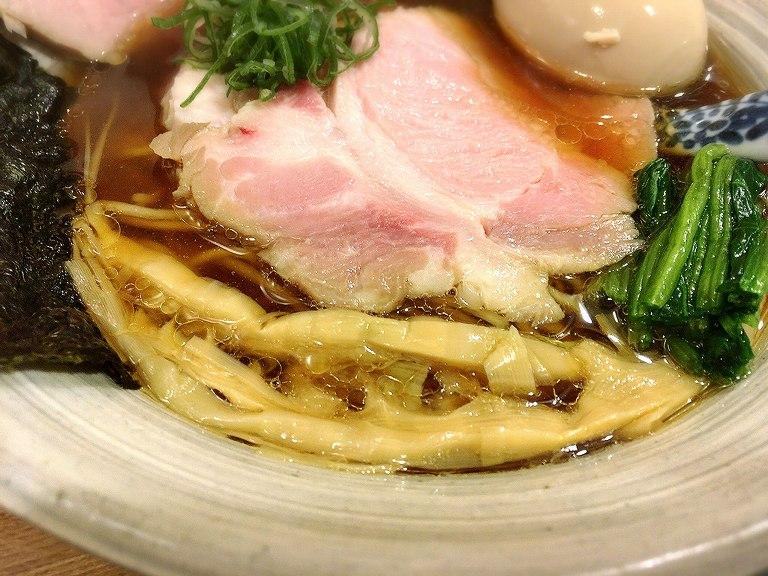 【絶品】中華そばきなり 所沢市 味玉肉増し醤油そばとレアピンクの豚肉ごはんにシビレル【人気店】