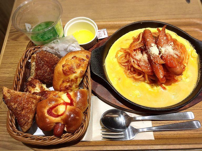 【朗報】アンティーク イオンモール北戸田店ランチ&ディナーもパン食べ放題☆メイン料理と楽しめるメニュー【人気】