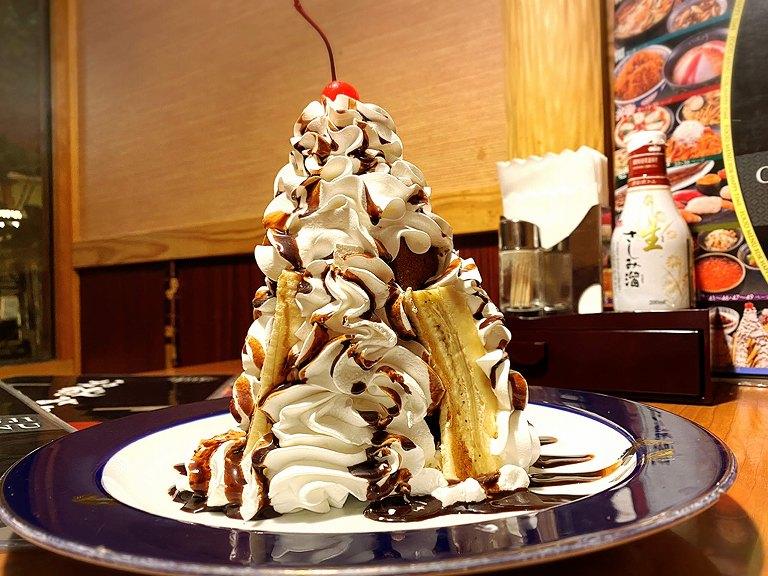 【デカ盛り】いっちょう 高さ18cmのチョコバナナマウンテン登場☆ホイップもりもり【スイーツ】