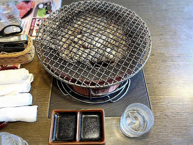 【ランチに利用】炭火焼肉「七輪房」の食べ放題メニューと内容を紹介【席が広々】