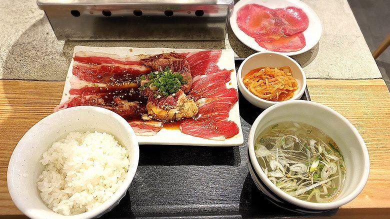 【注目】焼肉はっぴぃ ランチ980円メニュー3種と牛たんでごはん食べ放題【一人飯】