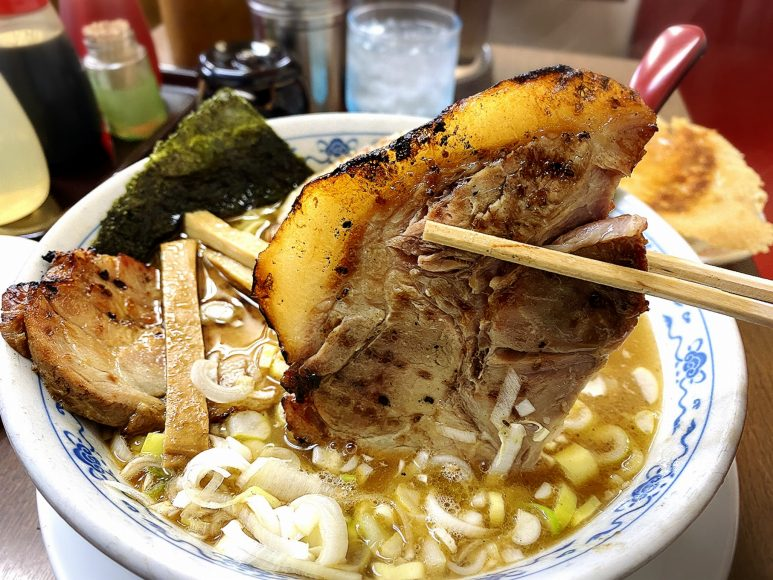 【老舗】まぐろラーメン大門 川越市 炙りチャーシュー麺とジャンボ餃子!【名物メニュー】