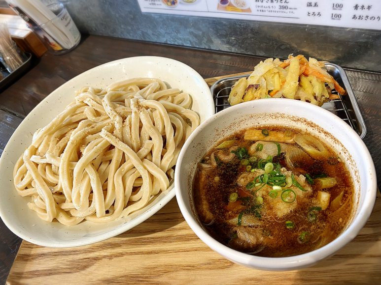 【人気店】武蔵野うどん澤村 肉汁うどん特盛+季節のかき揚げを喰らう!【駐車場あり】