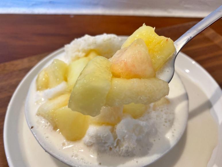【量に驚愕】かき氷専門店 六華亭 川越店 山盛り生桃ミルクもう食べた?